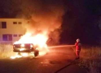 Anggota bomba mengambil masa selama 15 minit untuk memadam kebakaran tersebut. Foto: Ihsan pembaca