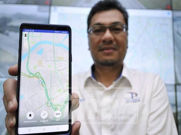 AZHARI menunjukkan aplikasi mudah alih canggih bagi membantu pengguna lebuh raya Prolintas.