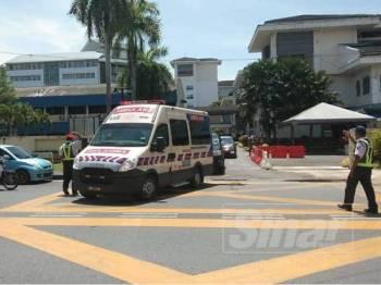 Ambulans yang membawa Mohd Shukri ke Hospital Sultanah Bahiyah Alor Setar.
