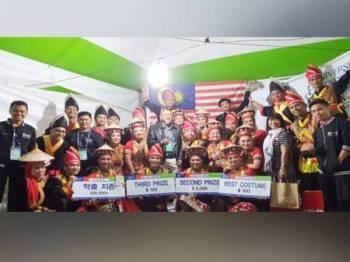 Pasukan tarian Malaysia yang diwakili 26 penuntut UPSI muncul naib juara keseluruhan pertandingan pada Festival Tarian Sedunia Cheonan 2019 di Korea Selatan malam tadi.