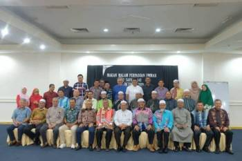 Barisan kepimpinan tertinggi Pas dan UMNO Terengganu mengadakan pertemuan di Hotel Permai malam tadi. -Foto Facebook Dewan Pemuda Pas Terengganu