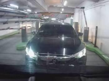Paparan video yang tular menunjukkan seorang pemandu yang mengambil kesempatan mencucuk rapat kereta di hadapan bagi mendapatkan parkir percuma.