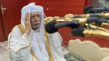SHEIKH Ali mengabdikan dirinya lebih empat dekad melaungkan azan.