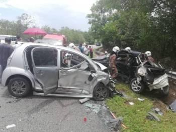 Keadaan dua kereta yang terbabit dalam kemalangan.