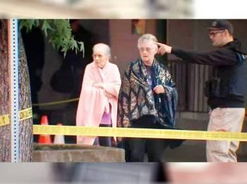 Sebahagian warga emas di arah keluar menyelamatkan diri dalam insiden tembakan itu. - Foto Twitter FOX 12