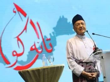 Dr Mahathir berucap pada Kongres Maruah Melayu di Stadium Melawati, Shah Alam hari ini. - Foto Sinar Harian ASRIL ASWANDI SHUKOR