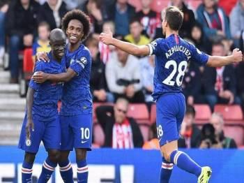 Pemain Chelsea meraikan kemenangan mereka selepas menewaskan Southampton, 4-1 di Stadium St Mary kelmarin.