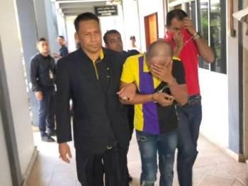 Wan Mohd Faizal (kanan) dihukum penjara dua tahun dan abangnya, Wan Mohd Fikri dihukum penjara setahun serta denda masing-masing RM50,000 di Mahkamah Sesyen hari ini.