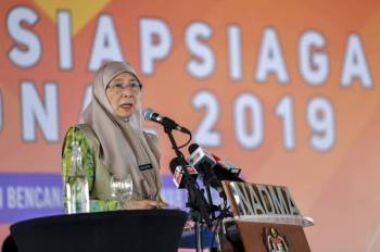Dr Wan Azizah menyampaikan ucapan pada majlis pelancaran Bulan Kesiapsiagaan Nasional 2019 bertemakan 'Kesiapsiagaan Bencana, Tanggungjawab Bersama' di ibu pejabat Nadma hari ini. -Foto Bernama