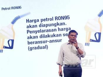 Saifuddin ketika bercakap pada sidang media khas pengumuman Program Subsidi Petrol di sini hari ini. - FOTO ASRIL ASWANDI SHUKOR
