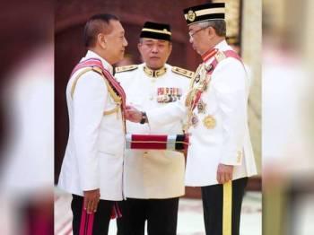 Yang di-Pertuan Agong Al-Sultan Abdullah Ri'ayatuddin Al-Mustafa Billah Shah h berkenan mengurniakan Darjah Panglima Gagah Angkatan Tentera (PGAT) Kehormat kepada Panglima Angkatan Tentera Diraja Thailand Jeneral Ponpipaat Benyasri pada Istiadat Pengurniaan Darjah Kepahlawanan Angkatan Tentera Malaysia 2019 di Istana Melawati hari ini.