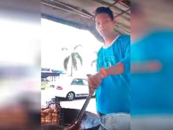 Mohamad Amirul kini tidak malu lagi bergelar peniaga pisang goreng malah kini mahir untuk menghasilkan pisang goreng yang rangup dan sedap dimakan