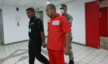 Tertuduh, Lizal Che Ismail mengaku tidak bersalah di Mahkamah Sesyen, di sini hari ini atas pertuduhan meliwat rakan sepenjaranya di Penjara Marang