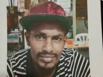 Polis mengesan lelaki ini bagi membantu siasatan kes bunuh warga emas di pangsapuri PKNS, Ampang Jaya pada 19 September lalu.