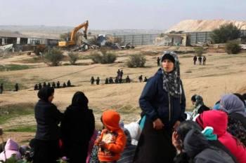 Penduduk kampung di padang pasir Naqab melihat kediaman mereka dimusnahkan tentera Israel. -FOTO: AGENSI