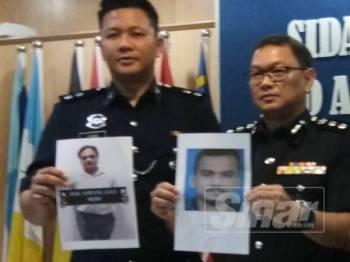 Noor Azmi (kanan) bersama pegawai poliss menunjukkan gambar dua beranak yang dipercayai boleh membantu siasatan kes penipuan visa pekerjaan.