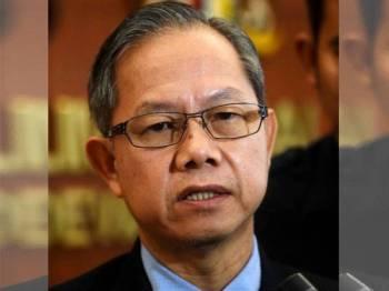 Timbalan Menteri Kesihatan Dr Lee Boon Chye menjawab pertanyaan media ketika menghadiri Persidangan Dewan Negara di Parlimen hari ini. - Foto Bernama