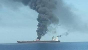 Sebuah kapal tangki minyak Iran dilaporkan terkena serangan misil. - Foto IRB NEWS
