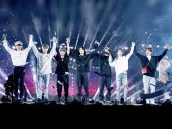 Kumpulan K-Pop ternama dunia, BTS melakar sejarah baharu dalam kerjaya seni menerusi konsert di Riyadh, Arab Saudi semalam.