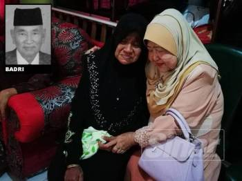 Saadiah (kiri) ketika ditemui di rumahnya di Bukit Selambau.