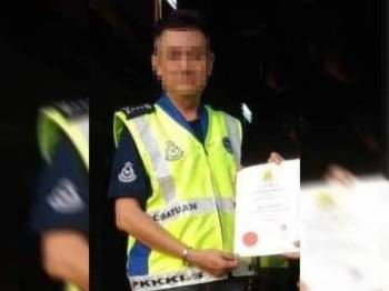 Gambar individu yang disyaki memiliki jaket keselamatan dan pangkat polis tular di laman sosial.
