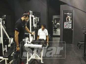 MURAD menunjukkan cara yang betul untuk work out.