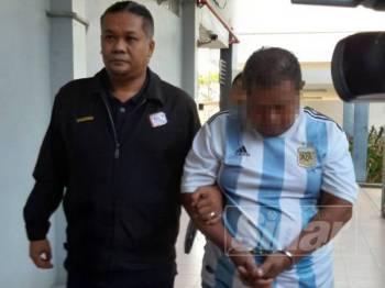 Tertuduh dikenakan hukuman penjara 10 bulan selepas mengaku bersalah menggunakan kad pengenalan bertaraf penduduk tetap palsu di Mahkamah Majistret Ipoh hari ini.