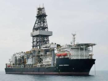 Kapal yang didaftarkan di Bahamas itu ditahan kira-kira jam 9 malam kerana dipercayai tidak mempunyai kelulusan sah untuk berlabuh.