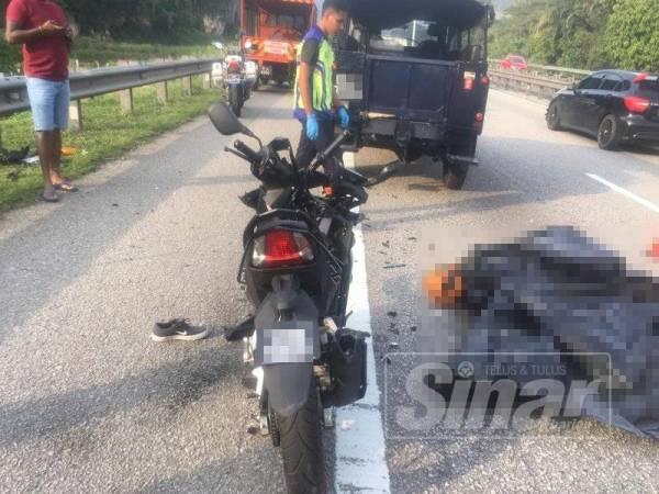 Keadaan mangsa yang maut dalam nahas membabitkan motosikal dan sebuah kenderaan petugas PROPEL semalam.