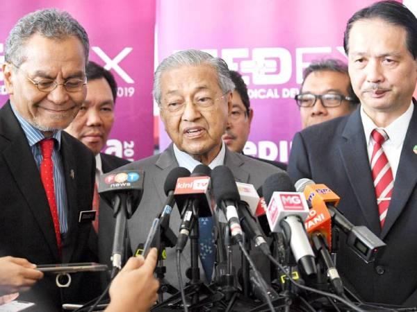 Perdana Menteri Tun Dr Mahathir Mohamad (tengah) Foto: BERNAMA