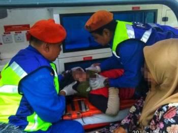 Mangsa diberikan rawatan awal sebelum di hantar ke HKL bersama ibu saudaranya untuk rawatan lanjut.