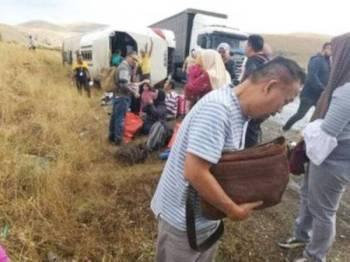Seorang rakyat Malaysia maut manakala 10 lagi cedera dalam satu kemalangan melibatkan bas yang mereka naiki di Afyonkarahisar, Turki semalam. - Foto Bernama