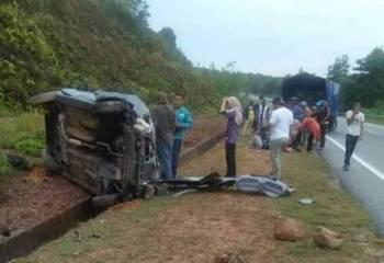 Keadaan kereta dinaiki empat pelajar yang terbabas di Jalan Paka-Al Muktafi Billah Shah (AMBS) jam 7.30 pagi tadi.