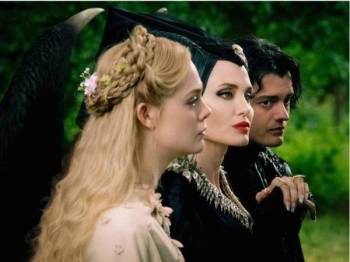 Tiga bintang utama Maleficent Mistress of Evil.