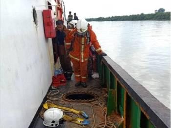 Mangsa maut di lokasi kejadian ketika melakukan kerja kimpalan di dalam kapal di Telok Panglima Garang, Banting semalam