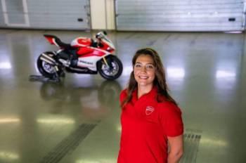 Dania Akeel bakal menjadi pelumba Arab wanita pertama yang memiliki lesen Speed Bikes Competition.
