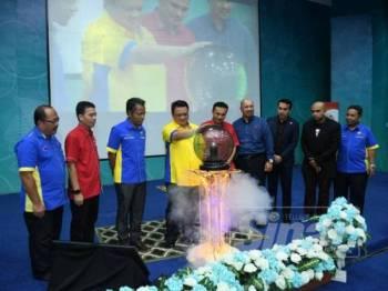 Tuanku Syed Faizuddin Putra Jamalullail melancarkan Kelab UniMAP- MAFA Student Chapter di Dewan Kecemerlangan.