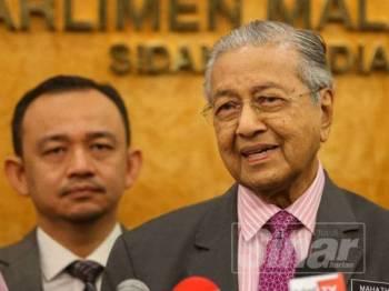 Perdana Menteri, Tun Dr Mahathir Mohamad pada sidang media di lobi Parlimen hari ini. - FOTO SHARIFUDIN ABDUL RAHIM