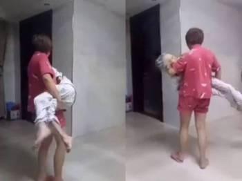 Paparan video yang memaparkan seorang wanita sedang mendodoi ibunya yang tular di media sosial