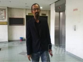 Sofi Jikan ketika hadir di Mahkamah Tinggi Shah Alam hari ini.
