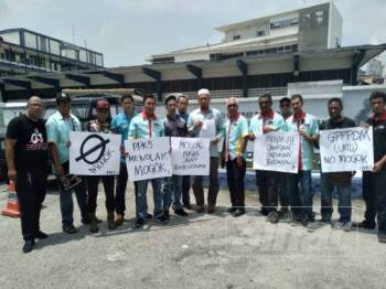 Persatuan Pemandu-Pemandu Kontena Selangor (PPPKS) hadir membuat laporan polis di IPD Klang Selatan hari ini.