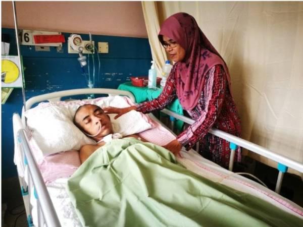 Mengharapkan keajaiban berlaku agar anak yang koma dua bulan lalu kembali pulih seperti biasa.