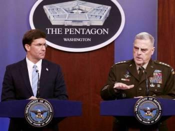 Mark Esper (kiri) dan Pengerusi Ketua Turus, Jeneral Mark Milley mengadakan sidang akhbar di Pentagon sehari selepas pengumuman kematian Abu Bakr al-Baghdadi dalam serangan tentera AS di Syria. - Foto: AFP