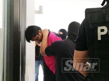 Sundram dihadapkan di Mahkamah Sesyen Sepang di sini hari ini kerana memiliki barangan pengganas LTTE.