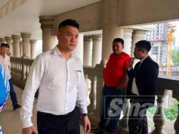 Foo Hoong didenda RM8,250 atau tiga bulan penjara oleh Mahkamah Majistret Kuala Lumpur selepas mengaku bersalah memiliki 55 video lucah dalam telefon pintarnya hari ini.