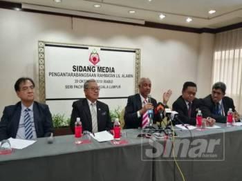 Syed Hussien (tengah) pada sidang akhbar Pengantarabangsaan Rahmatan Lil Alamin di Kuala Lumpur semalam.