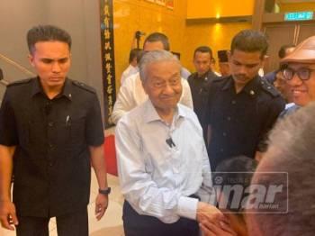 Dr Mahathir ketika ditemui pada Majlis Pemimpin Bersama Rakyat di Dewan Sekolah Jenis Kebangsaan Cina (SJKC) Bin Chong di sini hari ini.