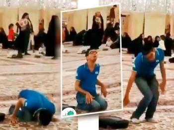 Seorang pemuda tidak menjadikan kekurangan fizikalnya sebagai penghalang untuk menunaikan solat di sebuah masjid.