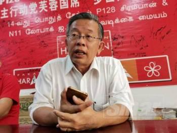 Seh Yong ketika mengadakan sidang akhbar di pejabatnya hari ini.