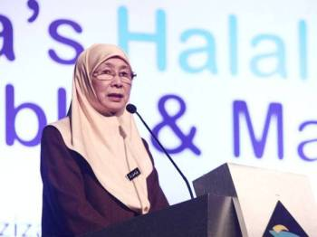 Wan Azizah berucap pada Perbincangan Meja Bulat dan Kelas Induk Tentang Inklusi Halal anjuran INCEIF dan Bank Pembangunan Islam di Putrajaya. FOTO:ZAHID IZZANI